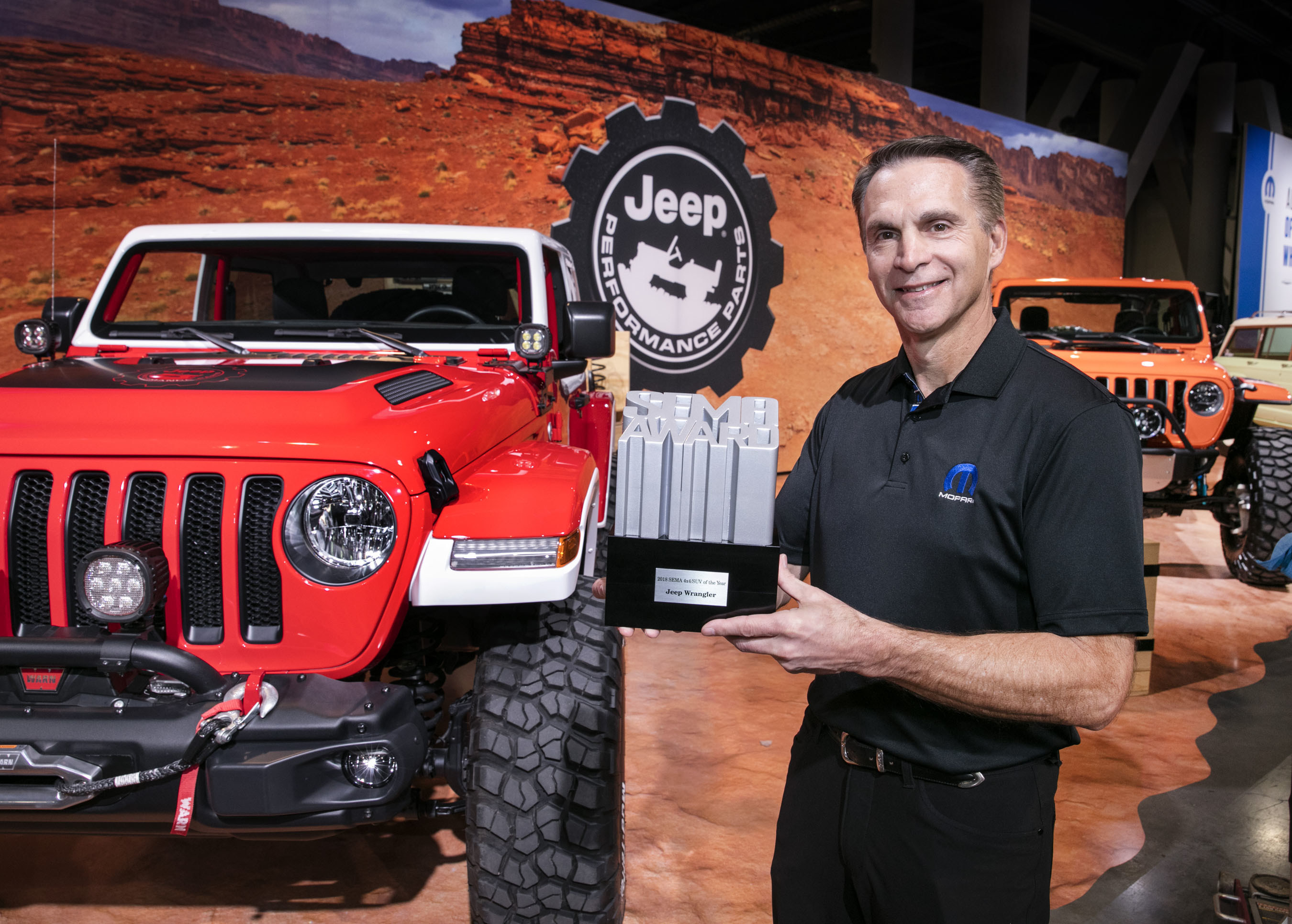 Jeep Wrangler Earns Ninth Consecutive Sema 44 Suv Of The Year Expo Fca North America Celebrates With Specialty Equipment Market Association Show 4x4 Award Captured By